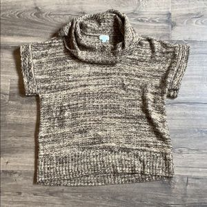 Great Northwest short sleeved sweater.